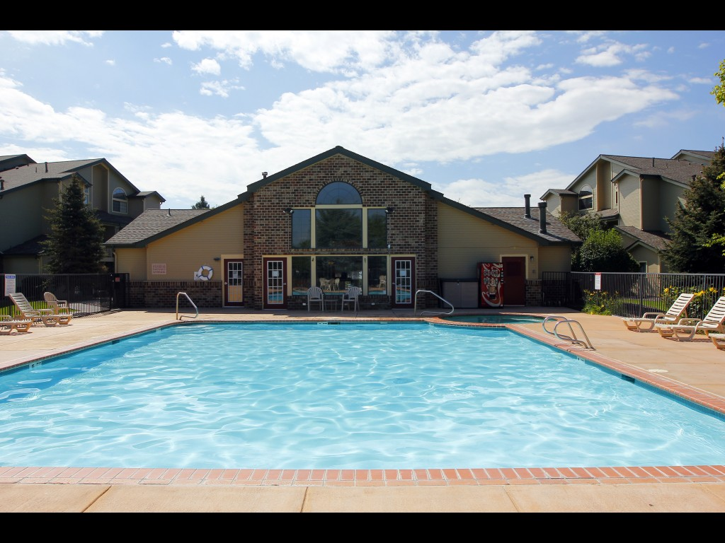pool-and-clubhouse2